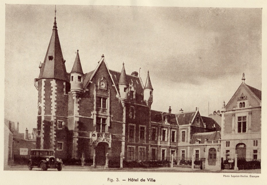 Fig. 3. Hôtel de Ville. Photo Lepoint-Duclos, Etampes