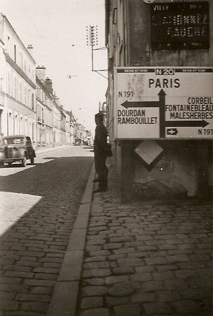 Photo de soldats allemands, face au 37 rue Louis-Moreau (entre 1940 et 1944)