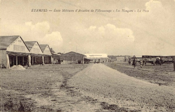 Ecole militaire d'aviation, piste
